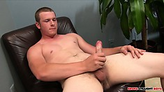Delicious dude Jesse Dade does what he does best, jerks his meat