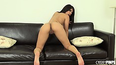 Layla Rose boasts with her lovely natural bristols and palms her coot