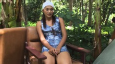 Sexy Pajar Buabun puts her lovely curves on display in the outdoors