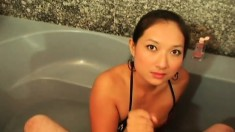 Smoking hot Asian chick knows how to jerk a throbbing python
