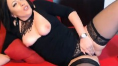 Gorgeous German Milf Fingering Her Pussy