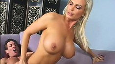 Diamond shows her personal trainer all her assets during the workout