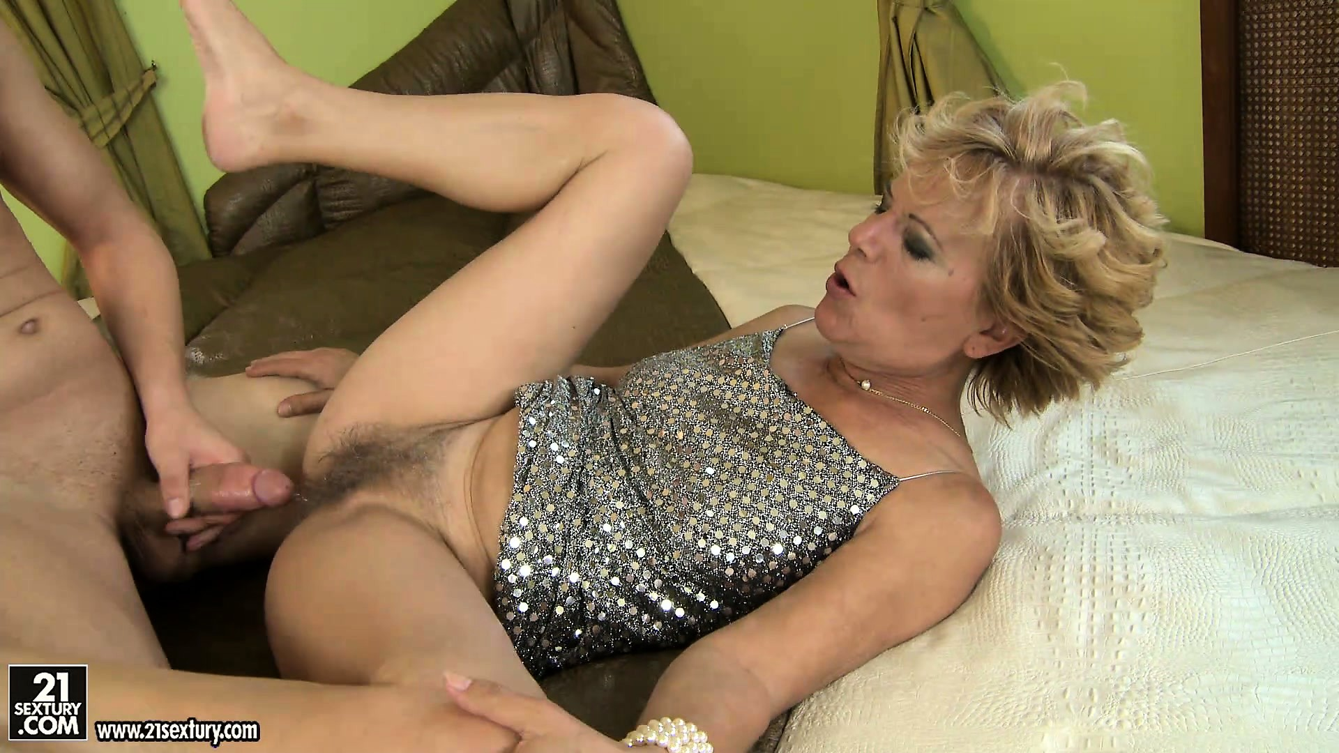 Mature cougar blond movies pussy