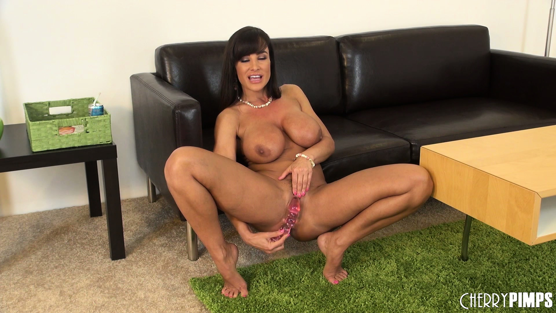 free high defenition mobile porn video - lisa ann squats down and