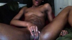 Ebony babe fingering her pussy and cant get enough