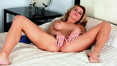 Stunning cougar rubs her pink cunt with her lacy blue panties