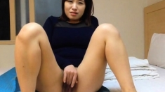 Japanese amateur giggles while watching guy jerk o
