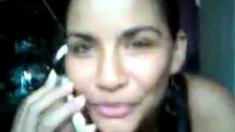 Colombiana Gritona Habla Por El Telefono Y Disfruta